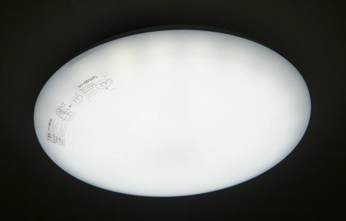 ニトリのLEDシーリングライト-白色点灯カバー付き