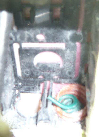 CD 管には最初にワイヤーが通してある