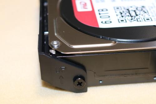 HDDに固定用ハンドルを付ける