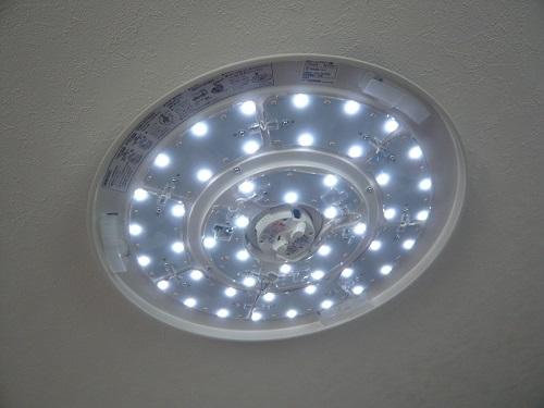 ニトリのLEDシーリングライト-白色のみ点灯