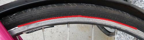 タイヤに書かれた空気圧